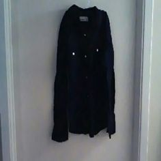 Ladys shirt Button up can button the sleeve. Old Navy Tops Button Down Shirts