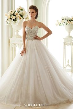These Are The 37 Most Popular Wedding Dress Styles Cheap Prom wedding gown styles - Wedding Gown Sweetheart Wedding Dress, Princess Wedding Dresses, Dream Wedding Dresses, Bridal Dresses, Wedding Gowns, Tulle Wedding, Spring Wedding, Strapless Sweetheart Neckline, Bateau Neckline