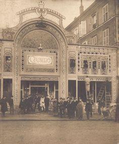 Ouvert le 28 janvier 1901, le Casino de Limoges, situé place de la République, faisait office de café-concert-music-hall. Menuisier creusois de formation, Jean Faissat (1860-1926) commence son activité photographique vers 1890 à Limoges et la cesse vers 1912, lorsqu'il cède son atelier photographique à Boureau.