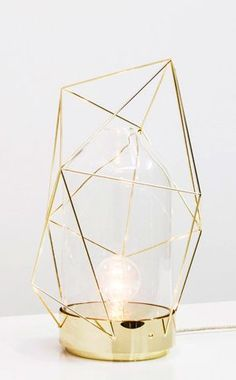 Gold geometric table lamp. La touche d'Agathe - Marbre et copper - . Marbre, marbel, cuivre, copper, gold, or, #light #lighting #desklamp