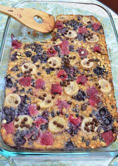 Gluten-Free Baked Oatmeal Casserole. Below are the adaptations I made in order to follow the detox:  2 cups gluten-free rolled oats  ¼ teaspoon Stevia powder 1 teaspoon baking powder 1 teaspoon cinnamon ½ teaspoon salt 1 cup raspberries or blackberries 1/3 cup blueberries ½ cup mini cacao chips  2 cups unsweetened vanilla almond milk 1/3 cup extra virgin olive oil 1 tablespoon vanilla extract 1 ripe banana, peeled, 1/2-inch slices