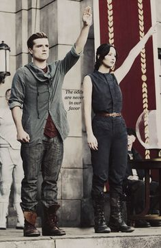 The Hunger games: Catching Fire (Peeta and Katniss at the reaping) The Hunger Games, Hunger Games Fandom, Hunger Games Catching Fire, Hunger Games Trilogy, Catching Fire Quotes, Hunger Games Outfits, Hunger Games Costume, Jennifer Lawrence, Liam Hemsworth