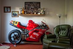Dan Millard's Ducati 996 that was raced at the Isle Of Man Manx GP Ducati 916, Ducati Superbike, Moto Ducati, Ducati Cafe Racer, Ducati Motorcycles, Vintage Motorcycles, Cafe Racers, Cars Vintage, Retro Vintage