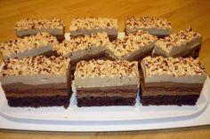 Kakaové cesto, nutelový krém, karamelová šľahačka - skvelá kombinácia famózneho zákusku. Krispie Treats, Rice Krispies, Dessert Recipes, Desserts, Baking, Food, Zentangle, Facebook, Basket