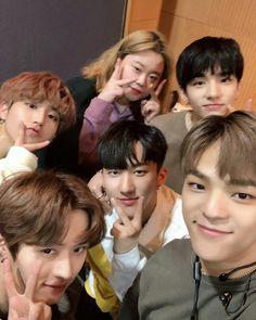 Woojin, Changbin, Jeongin, Jisung and Minho with woman from M! Countdown