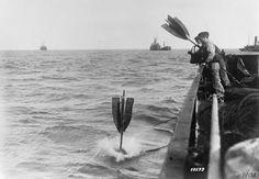 WW1. German sailors letting go a buoy to mark a mine. © IWM