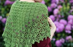 Robin in the Leaves is a triangular shawl with an intriguing spine construction, and a subtle texture pattern which evolves into an unusual lace edge.