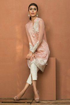 Pakistani outfit by Zainab Chottani Collection Luxury Pret Pakistan Fashion, India Fashion, Ethnic Fashion, Asian Fashion, Fashion 2016, Pakistani Couture, Pakistani Outfits, Indian Outfits, Mode Bollywood