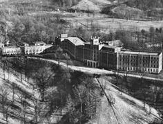 Waverly Hills Sanitarium in Louisville, KY. This is one of the most haunted places in America. You can tour this if you dare. Haunted Asylums, Abandoned Asylums, Abandoned Buildings, Abandoned Places, Haunted Houses, Abandoned Castles, Abandoned Homes, Most Haunted Places, Scary Places