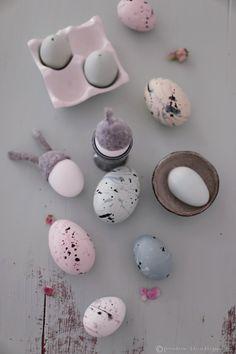 Osterdeko in pastell Easter, Eggs, Easter Eggs, Easter Decorations Easter Art, Easter Crafts, Easter Eggs, Diy Ostern, Easter Printables, Egg Art, Easter Holidays, Egg Decorating, Sharpies