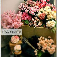 [Chalet Florist Workshop] 一個把喜歡花的你和我連在一起的地方  開放時間 Fri. 2-8pm Sat. 12-5pm Sun. 12-5pm  預約及查詢 Tel. 852 59228384(whatsapp) Facebook inbox  Follow us http://instagram.com/chalet_florist https://www.facebook.com/Chaletflorist/  #花束 #結婚週年 #玫瑰花 #情人節花束 #情人節 #花店 #觀塘花店 #小木屋花店 #乾花 #花球 #訂花 #送花  #學插花 #乾花手機殼 #押花手機殼 #手機殼 #興趣班 #bouquet #florist #kwuntong #valentineday #flowershophk #hydrangea #flowerdelivery #flowerstagram #flowerlesson #phonecase #driedflower #flowers #petals by chalet_florist