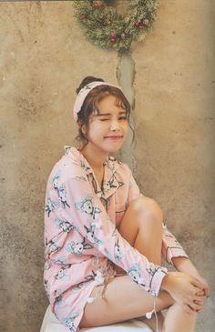 SOLAR Guys And Girls, Kpop Girls, South Korean Girls, Korean Girl Groups, Mamamoo Kpop, Sun Solar, Aesthetic Women, Solar Mamamoo, Hairstyles For School