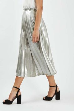 Silver pleated angle grazer skirt. #Topshop