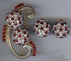 Vintage Costume Jewelry (2)