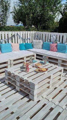 kleiner gartenzaun aus europaletten bzw einwegpaletten mit bepflanzung zaun pinterest. Black Bedroom Furniture Sets. Home Design Ideas