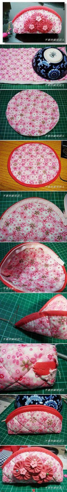 Trousse avec 2cercles de tissus et une fermeture eclair . Pouch with 2 fabric cercles and a zipper