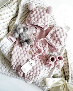 Baby Knitting Patterns Knitting For Kids Loom Knitting Cute Baby Girl Outfits Simply Crochet Crochet Fashion Kids And Parenting Baby Love Future Baby Baby Knitting Patterns, Knitting For Kids, Baby Patterns, Retro Mode, Knitted Baby Clothes, Baby Sweaters, Barn, Overalls Outfit, Diy Crafts