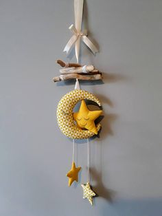 Early mobiles did not necessarily move, as do most crib mobiles today. The modern crib mobile is… Best Crib Mobile, Baby Mobile, Mobiles, Diy Crib, Felt Baby, Baby Decor, Diy And Crafts, Kids Room, Home Decor
