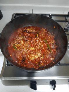 끝내주는 맛!! 만물상 이보은 황태콩나물찜 만들기 Iron Pan, Korean Food, Food And Drink, Yummy Food, Cooking, Kitchen, Recipes, Kitchens, Essen