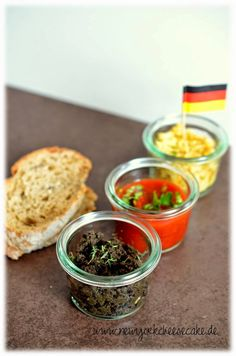 Dips in Schwarz, Rot, Gold! Soccer Snacks, Soccer Party, Strawberry Baby, Party Buffet, Snacks Für Party, Tapenade, Finger Foods, Tapas, Cravings