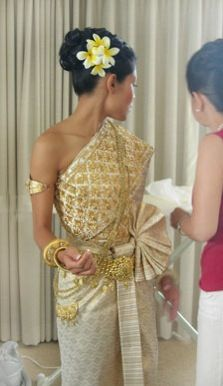 These are the colors I want my khmer wedding outfit to be. Laos Wedding, Khmer Wedding, Wedding Attire, Wedding Bridesmaids, Thai Traditional Dress, Traditional Wedding Dresses, Traditional Outfits, Cambodian Wedding Dress, Thai Wedding Dress