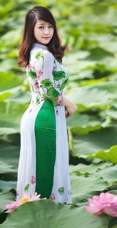 Vietnamese Traditional Dress, Vietnamese Dress, Traditional Dresses, Ao Dai, Beautiful Dresses, Nice Dresses, Dynasty Clothing, Oriental Dress, Beautiful Asian Women