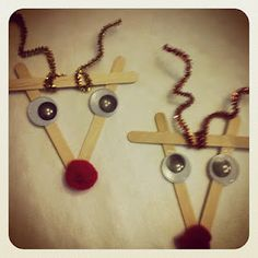 Very simple Christmas craft for the little ones.I remember my kids doing this…