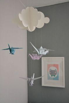 Un joli mobile origami Origami And Kirigami, Origami Paper Art, Diy Paper, Paper Crafts, Origami Cranes, Mobil Origami, Origami Mobile, 5 Min Crafts, Diy Crafts