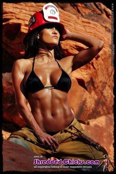 Sexy #Fitnessmodel mit tollen #Muskeln präsentiert ihren #Fitbody :) Nutrex Lipo-6 Black Hers ist der ultimate #Fatburner speziell für die Frau! Enthält u.a. YHCL gegen fiese Problemzonen! Hier bestellen: http://shredded-n.fit/lipo6-black-hers-us