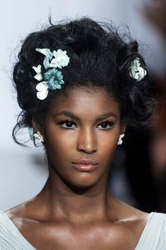 The next big trend in wedding hair, we just love the chic, modern take on mini floral hair pins. Messy Bridal Hair, Bridal Hair And Makeup, Hair Makeup, Natural Hair Accessories, Natural Hair Styles, Long Hair Styles, Wedding Braids, Wedding Hair Clips, Fancy Hairstyles