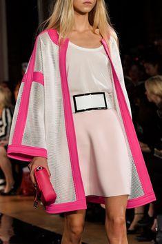 A model walks the runway during the Valentin Yudashkin show as part of the Paris Fashion Week Womenswear Spring/Summer 2016 on October 2015 in Paris, France. Fashion Week, Look Fashion, Paris Fashion, Womens Fashion, Fashion Design, Fashion Trends, Mode Abaya, Mode Hijab, Abaya Fashion