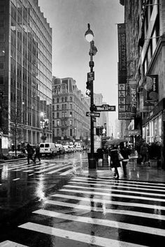 New York Black And White, Black And White Aesthetic, Black And White Picture Wall, Black And White Pictures, White Art, Photographie New York, Foto Poster, Images Esthétiques, Black Aesthetic Wallpaper