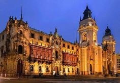 Catedral de Lima, Perú y su esplendoroso arte. Se encuentra en el centro histórico de la ciudad y su construcción fue finalizada en 1649......Perú, mas que Machu Picchu...  La capital Lima es acogedora, con rica arquitectura colonial y excelente culinaria que es el orgullo del país. El centro histórico de Lima es Patrimonio Mundial de la Unesco desde 1988.