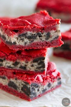 Red velvet brownies are layered with a cream cheese filling in these layered Oreo Cream Cheese Stuffed Red Velvet Brownies that are perfect for any red velvet lover.