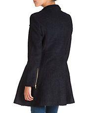 Manteau de coupe ajustée et évasée à fermeture croisée