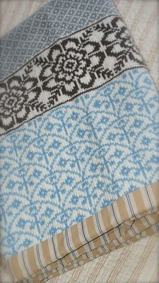 STUNNING blanket: Baby blanket White Winter/Vognteppet Hvit Vinter by The Needle Lady pattern for purchase on Ravelry NOK) Knitting Charts, Knitting Stitches, Knitting Designs, Knitting Yarn, Knitting Projects, Baby Knitting, Motif Fair Isle, Fair Isle Pattern, Knitted Afghans