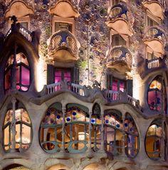バトリョ邸の有機的なバルコニー