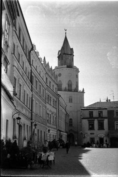 https://flic.kr/p/GRRbqt | At the Rynek | Old Town Lublin, Poland, April 2016.  Minolta AL, Rokkor 45mm F2.0, Ilford PAN 400  More at urban.photos