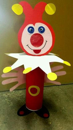 Joker Toilet Paper Roll Craft - this is in a foreign language. Clown Crafts, Circus Crafts, Carnival Crafts, Hobbies And Crafts, Preschool Crafts, Diy Crafts For Kids, Art For Kids, Arts And Crafts, Toilet Roll Craft