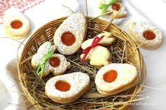 Osterplätzchen aus Mürbteig mit Aprikosenfüllung: Plätzchen sollte man keinesfalls nur zu Weihnachten genießen. Sie schmecken auch prima zum Osterkaffee.