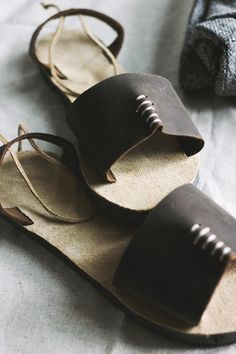 These DIY Leather Sandals involve ucycling flip flops :)