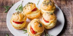 Mini choux raclette, tomates confites et romarinMini choux raclette, tomates confites et romarin