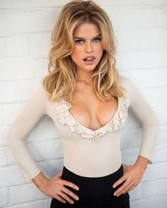 Alice Sophia Eve is an English actress who born in 6 February Her career started in 2004 British-American-German romantic period drama [i]Stage Beauty[/i] Alice Eve Hot, Alice Sophia Eve, Gorgeous Women, Beautiful People, Stunning Girls, Stage Beauty, Hot Blondes, Poses, Halle Berry