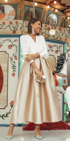 If you are a guest on a spring wedding it's the perfect opportunity to refresh your wardrobe. We've picked out 15 wedding guest dresses for spring. Look! Guest Outfit The 15 Most Stylish Wedding Guest Dresses For Spring Evening Dresses, Summer Dresses, Spring Skirts, Evening Shoes, Elegantes Outfit, Flower Dresses, Dresses Dresses, Casual Dresses, Dressy Outfits
