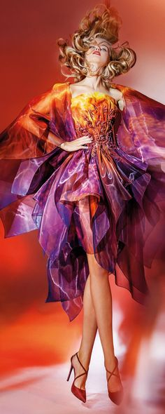 Blanka Matragi - Couture 2017 x Style Haute Couture, Couture Fashion, Runway Fashion, High Fashion, Fashion Show, Fashion Design, Mode Orange, Orange And Purple, Orange Color
