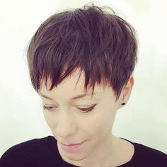 Razored Pixie Haircut On the off chance that you've been playing with cha Really Short Haircuts, Cute Pixie Haircuts, Latest Short Hairstyles, Pixie Hairstyles, Funky Short Hair, Short Hair Styles, Long Pixie Bob, Self Haircut, Thin Hair Cuts