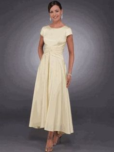 Mother of the Bride Ideas | Mother of the Bride Dress - beautiful! | Wedding Ideas  Love this length, but with 3/4 sleeves
