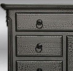 55 trendy Ideas crackle painted furniture home Crackle Furniture, Rustic Furniture, Paint Furniture, Painted Furniture Designs, Black Painted Furniture, Diy Furniture, Redo Furniture, Furniture Design, Refinishing Furniture