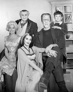 The Munsters, Munsters Tv Show, La Familia Munster, Caricatures, Tv Movie, Nostalgia, Yvonne De Carlo, Old Shows, Vintage Tv