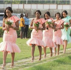 Vintage wedding bridesmaid dresses one capped sleeves country bridesmaid dresses lace tulle short maid of honor African Bridesmaid Dresses, Country Bridesmaid Dresses, African Wedding Attire, Knee Length Bridesmaid Dresses, Country Wedding Gowns, Wedding Dresses, Lace Dress Styles, African Traditional Dresses, Tuxedo Colors